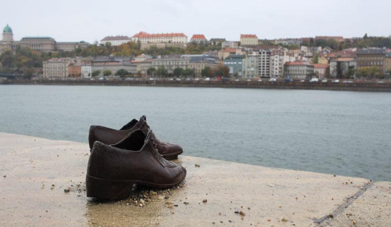 Monumento de los Zapatos - Visita el Parlamento de Budapest