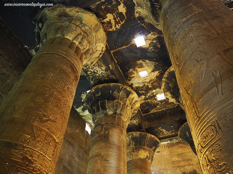 Sala hipostila del templo de Edfu