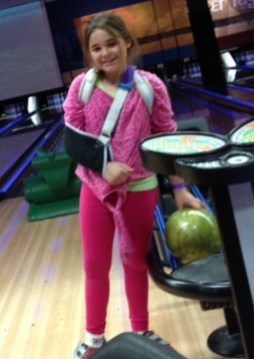 Madi, 4 weeks after breaking collarbone she is bowling using left hand despite being a righty