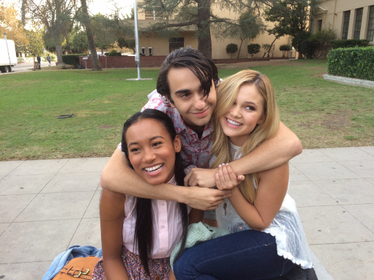 STANDOFF#20 - Sydney Park, Alex Wolff and Olivia Holt - Sydney Park, Alex Wolff and Olivia Holt hug on the last day of filming.