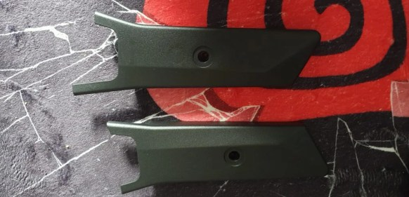 PIC 8 Plastic Cases to hide screws on the back