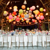Decoración boda con farolillos de papel iluminados