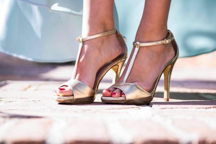 Zapatos dorados Salo Madrid Invitada boda noche Matilde Cano 9