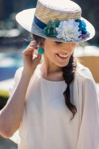 Canotier invitada boda flores