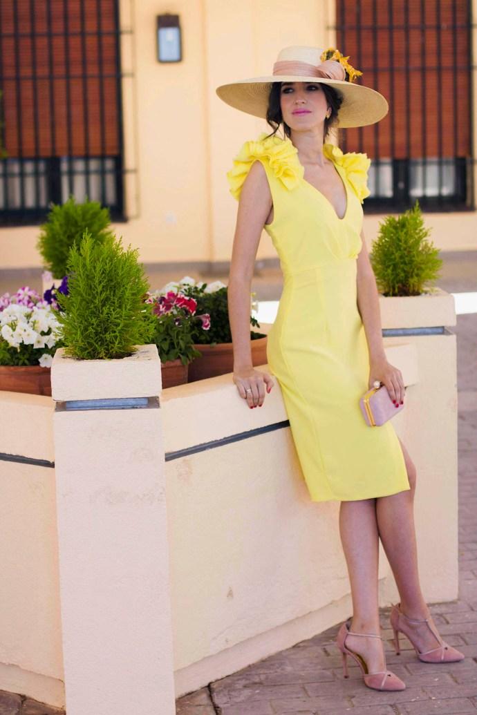 Vestido amarillo boda dia tocado