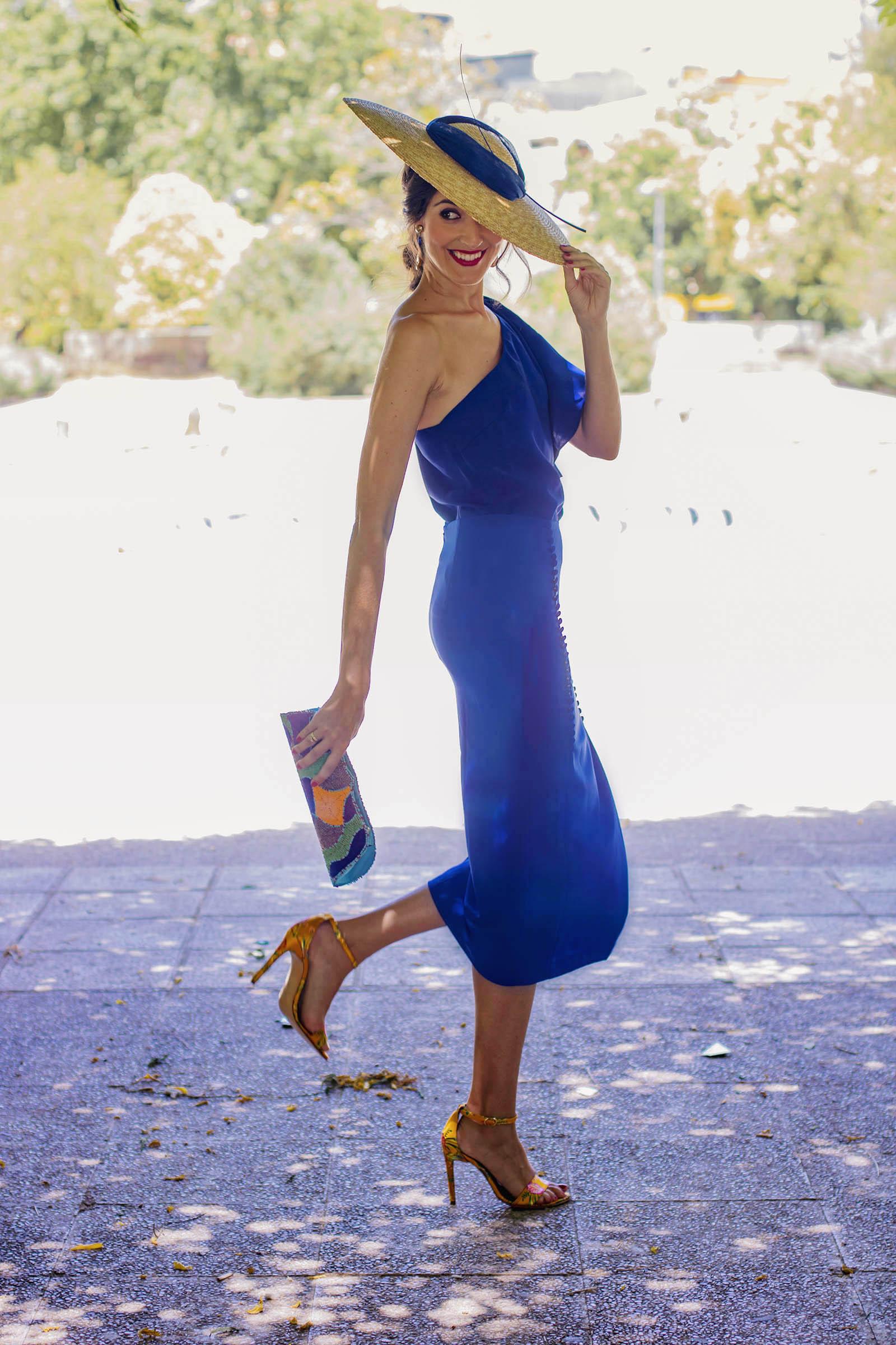 Zapatos para vestido azul marino y lunares blancos