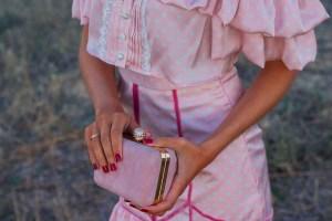 Bolso fiesta invitada boda rosa