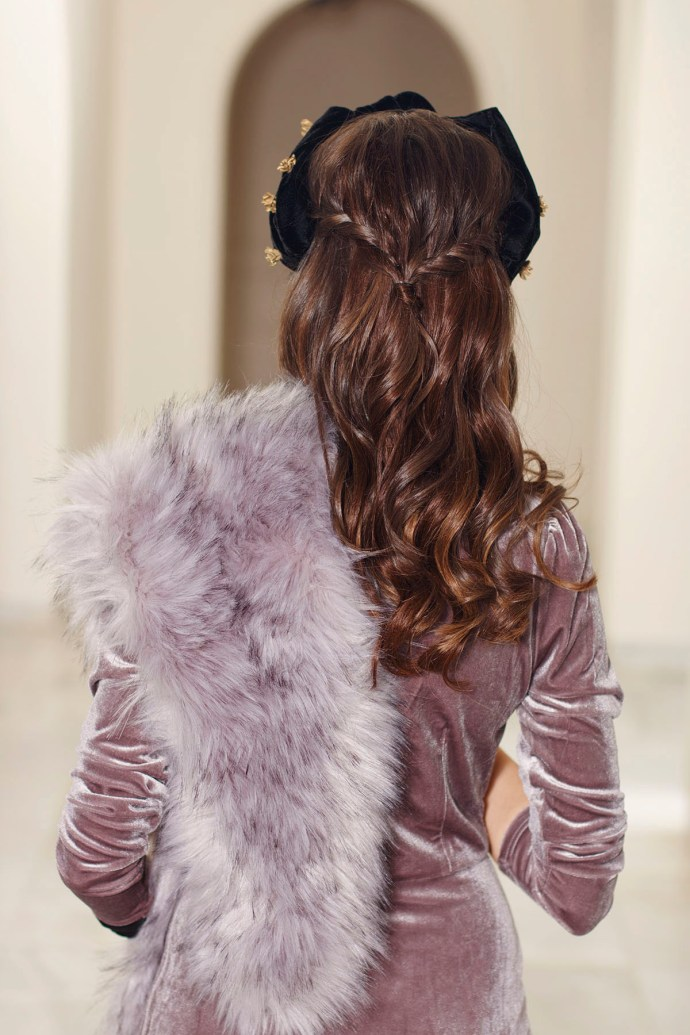 Semirecogido invitada peinado pelo suelto