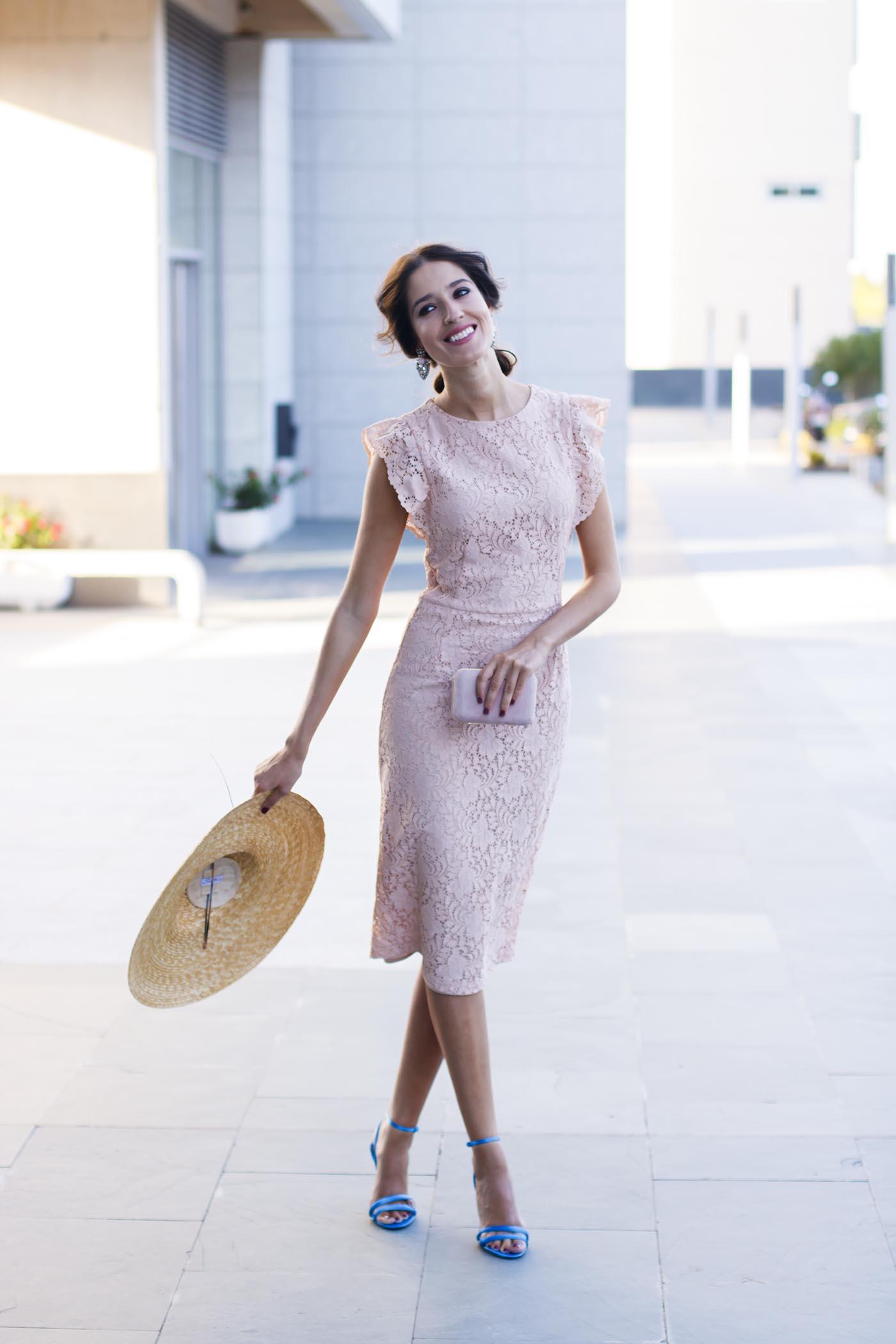 9abcff504 Look invitada perfecta lowcost Zara con vestido de encaje rosa y ...