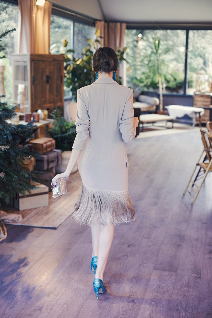 Look invitada boda bautizo comuniones vestido blazer flecos