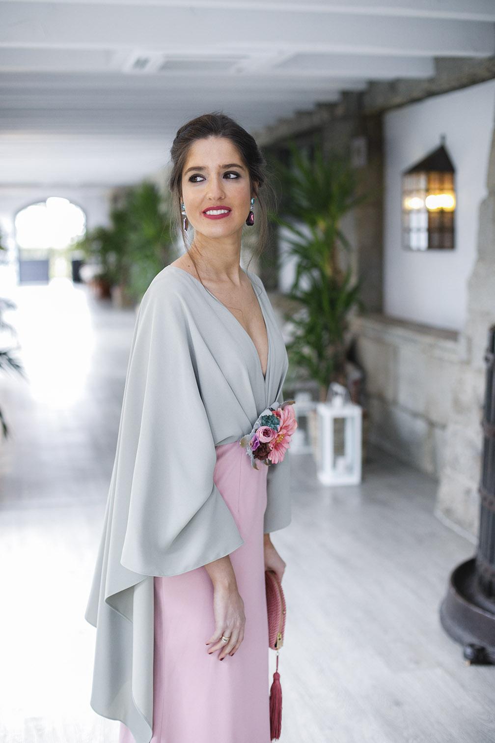 18bc2b8ea Vestido largo con capa de Matilde Cano 4 – Invitada Perfecta by Sandra