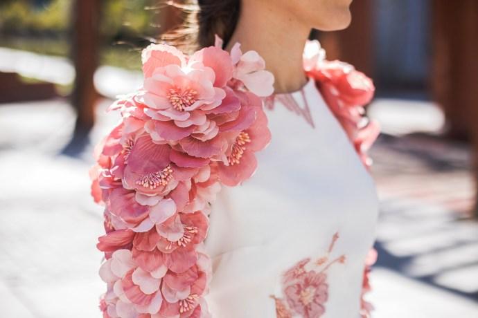 417678ee2 Look invitada: vestido con mangas de flores   Invitada Perfecta