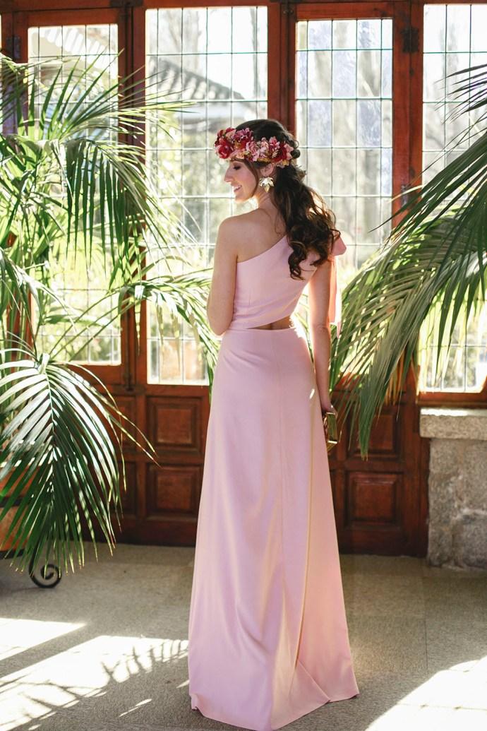 look invitada boda noche vestido rosa invitada perfecta tocado