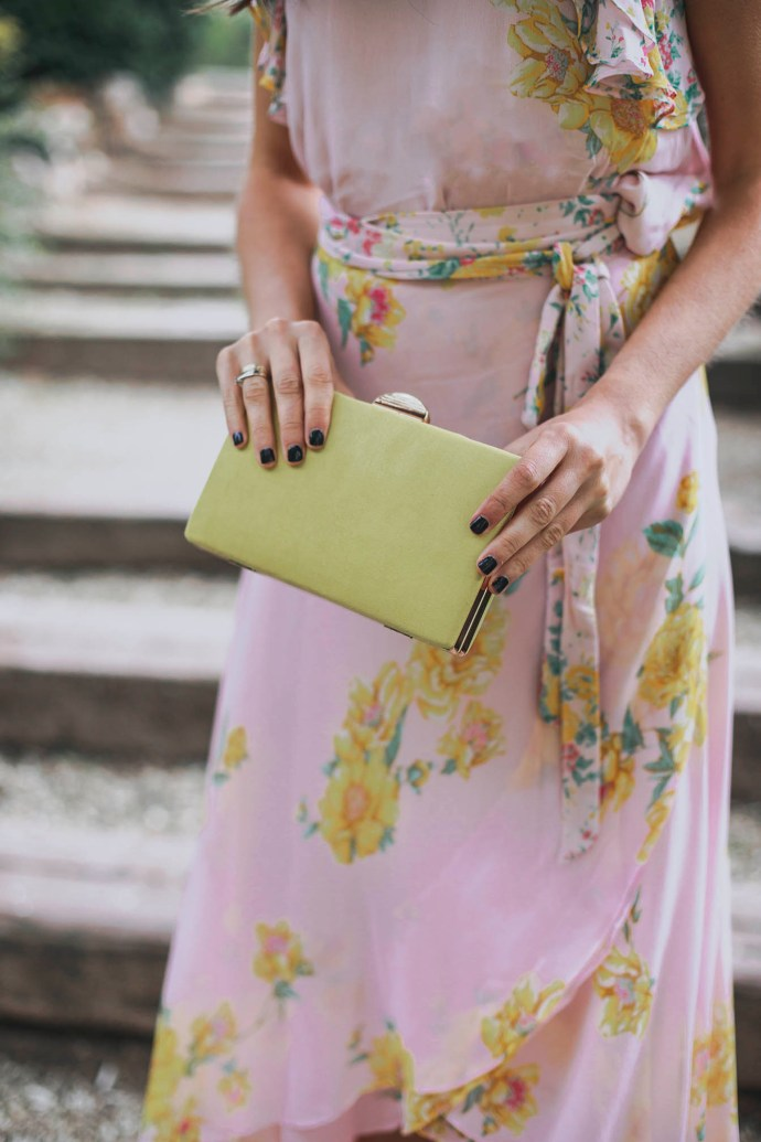 Bolso amarillo fiesta invitada boda
