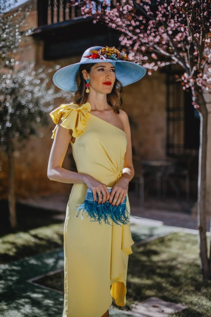 Pamela invitada boda azul amarillo