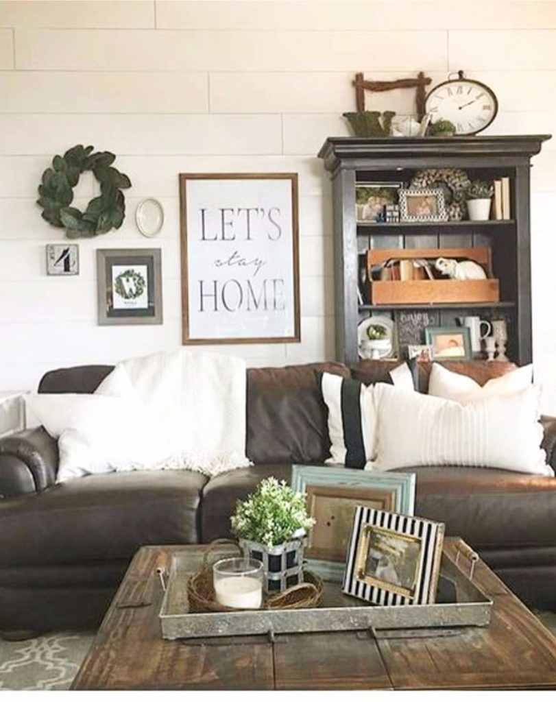 The result is warm and cozy. {Farmhouse Living Rooms} • Modern Farmhouse Living Room ...