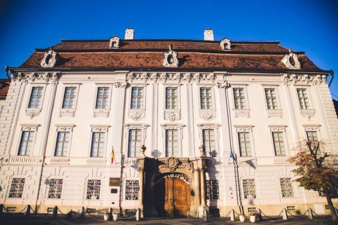 Sibiu La Città Più Bella della Transilvania In world's Shoes