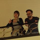 Regiesseurin Alicia-Eva Rost und Kameramann Marc Schnellbach besprechen das Bild, ein Dreh von InZwischenZeit:Filme