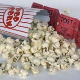 Eine Popcorn und einige altmodische Kinokarten, InZwischenZeit:Filme produziert hochwertige Kinowerbung und hilft bei der DCP Wandlung