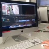 Ein Film wird an einem Mac geschnitten. InZwischenZeit:Filme erstellt hochwertige Filme für Ihr Unternehmen