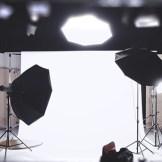 Ein Filmstudio (InZwischenZeit:Filme aus Frankfurt am Main) mit einem Text der fröhliche Weihnachten wünscht