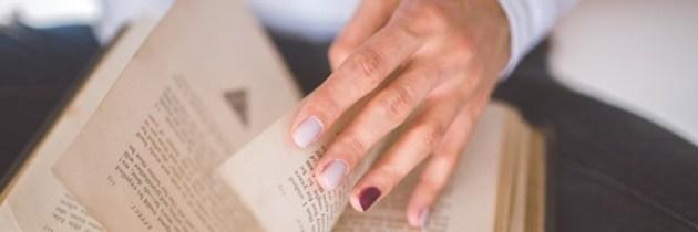 7 semne că ai putea fi alergică la manichiură