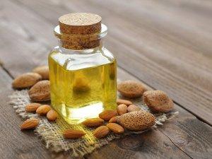 Ulei de măsline și pudră de migdale