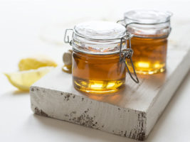 Exfoliere cu miere și sare de mare
