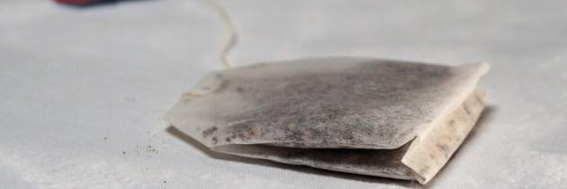 Știai că pliculețele utilizate de ceai pot fi folosite pentru înfrumusețare?