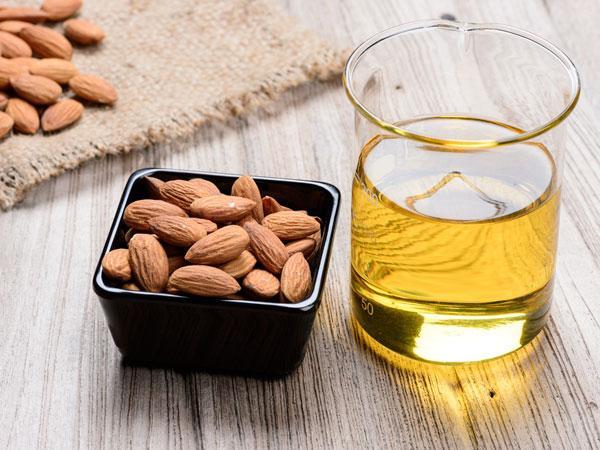 Beneficiile uleiului de migdale pentru buze