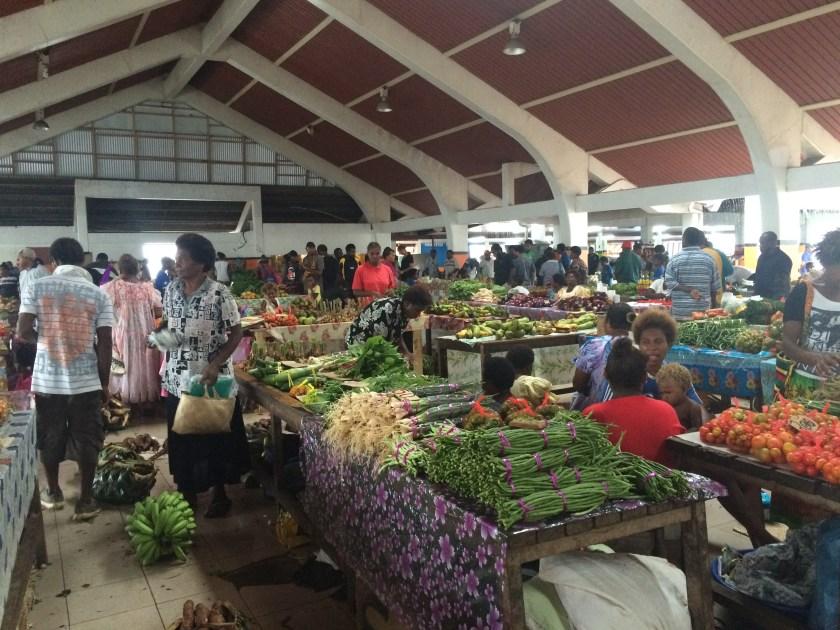 Piata din Port Vila, plina de bunatati proaspete