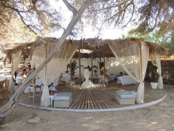 Il centro massaggi sulla spiaggia al CBBC di Cala Bassa