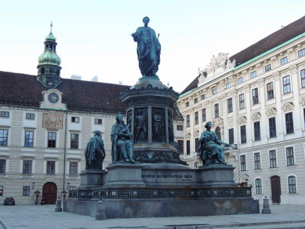 L'Hofburg e la barocca torre dell'Orologio