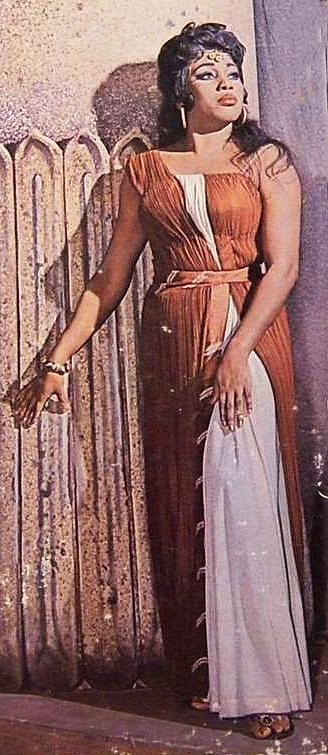 Leontyne Price como Aida