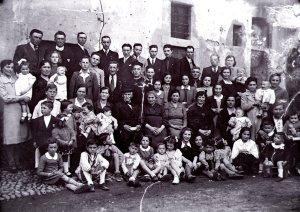 Celeste Mariani con la famiglia al 50° di matrimonio
