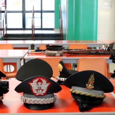 La refezione presso le scuole medie di Trezzo (Foto Rino Tinelli)