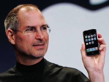 steve-jobs-holding-iphone-540x405