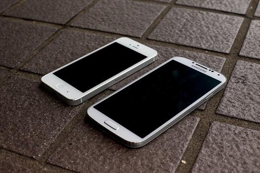 samsung-galaxy-s4-vs-iphone-5-drop-test-aa-22