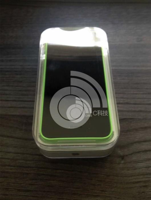 green_iphone_5c-530x704