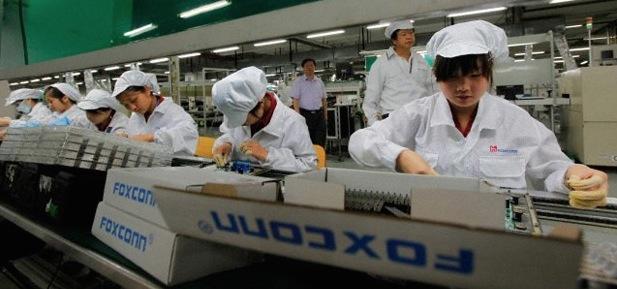 foxconn_workers-10.000-robots-iosmac