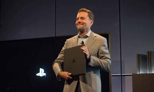 Andrew House presentando la PS4 Pro
