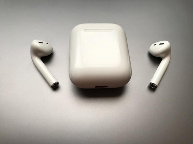 Estuche de los AirPods podría cargar el iPhone y el Apple Watch, según patente
