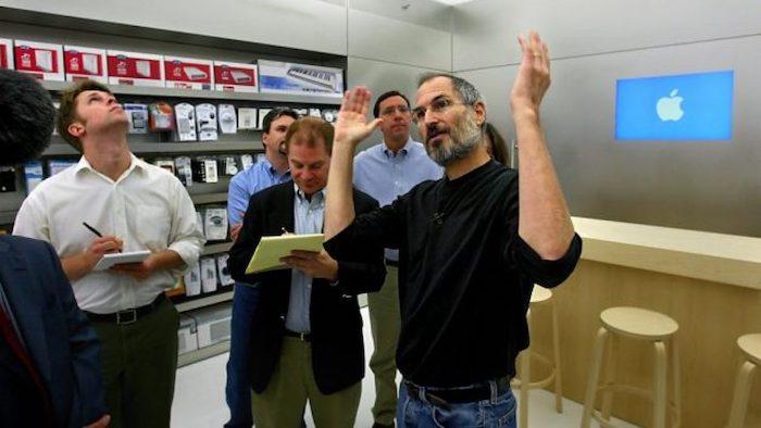 Steve Jobs en una Apple Store