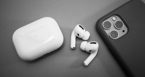 iPhone y AirPods Pro de Apple