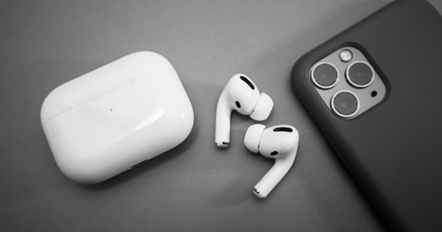 iPhone y AirPods Pro de Apple