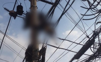 A Zimbabwe copper thief was electrocuted by a 66,000 volt power line along Airport Road just out of Bulawayo on Aug. 21, 2014. (Courtesy News24zim.com)