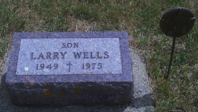 larry-wells-gravestone