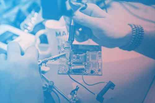 Elektroingenieur-am-Arbeiten