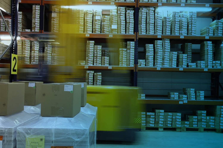 """Zum Beitrag """"Was sind RFID-Tags"""": Gabelstapler Transport und Logistik"""