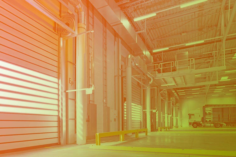 Zum Beitrag Elektronische Typenschilder mit RFID für die Industrie 4.0: Industriehalle mit LKW